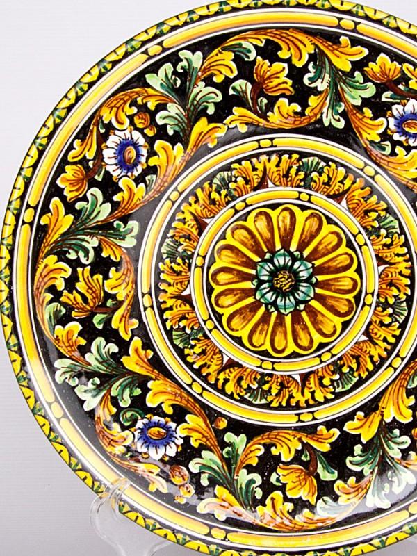 Piatto murale con decoro ornato su fondo nero (Ø 35) Piatti Ornamentali - CeramicArt Caltagirone