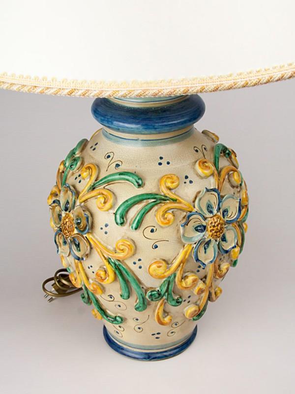 Lume con decoro a rilievo stile  800 (Tir. Limitata) (H 70) Lumi - CeramicArt Caltagirone