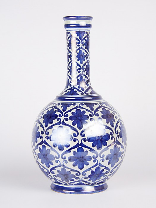 Vaso bottiglia spagnoleggiante (H 33)