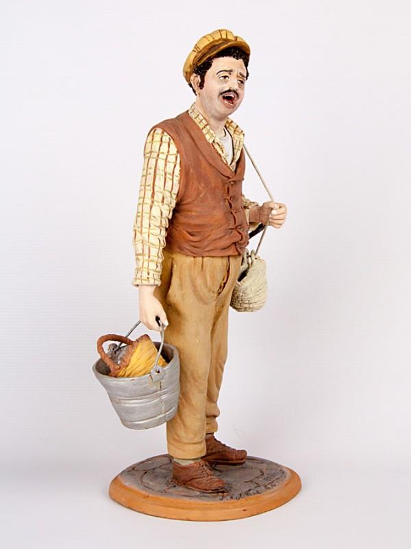 Pasquale, il venditore ambulante (Tir. Limitata) (H 35) Sculture - CeramicArt Caltagirone