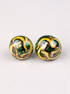 Orecchini a mezza sfera in maiolica con serpenti