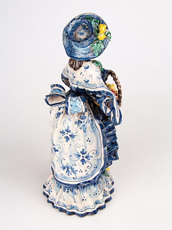 Lumiera donna con cesta (H 34) Lumiere e Candelabri - CeramicArt Caltagirone
