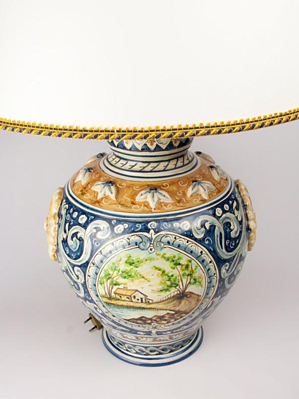 Lume con rosone a rilievo (Tir. Limitata) (H 78) Lumi - CeramicArt Caltagirone