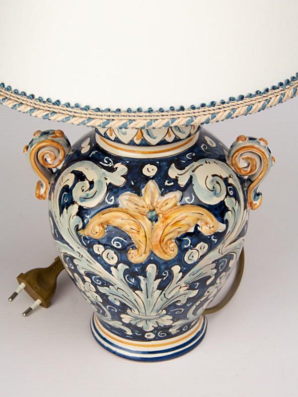 Lume con manici e foglie a rilievo (H 65) Lumi - CeramicArt Caltagirone