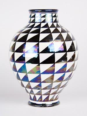 Vaso ovale con decoro punta di diamante (H 28)