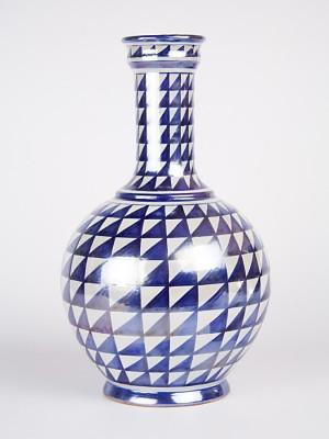 Vaso a bottiglia con decoro punta di diamante (H 32)