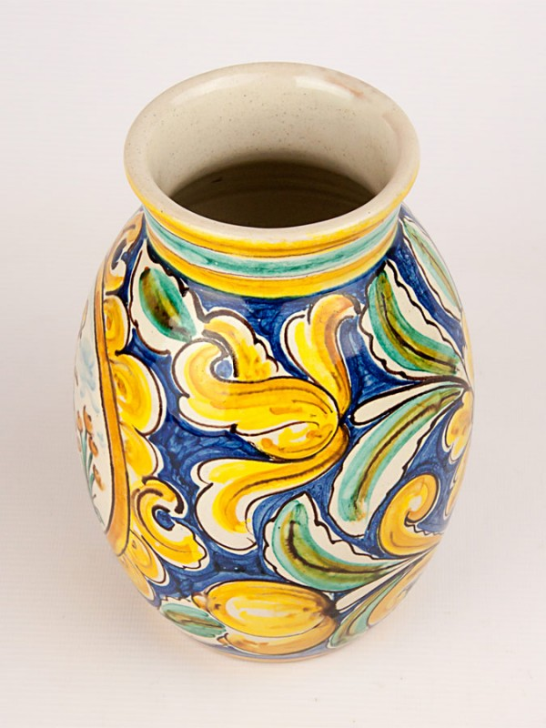 Vaso a botte con musicista e decoro '700 (Tir. Limitata) (H 20) Vasi - CeramicArt Caltagirone